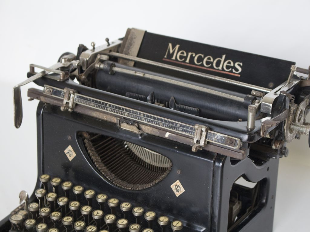 macchinadascrivere-mercedes-automotive